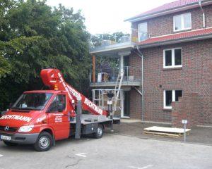 Balkonbau an einem Mehrfamilienhaus