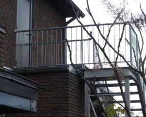 Aussentreppe – Anbindung ans Gebäude